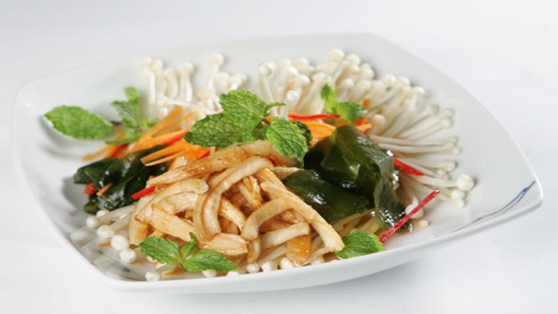 Món mực xào nấm kim châmvừa ngon vừa bổ dưỡng
