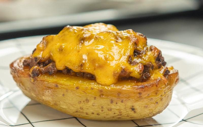 Món thịt bò nhồi khoai tây nướng thơm lừng hấp dẫn