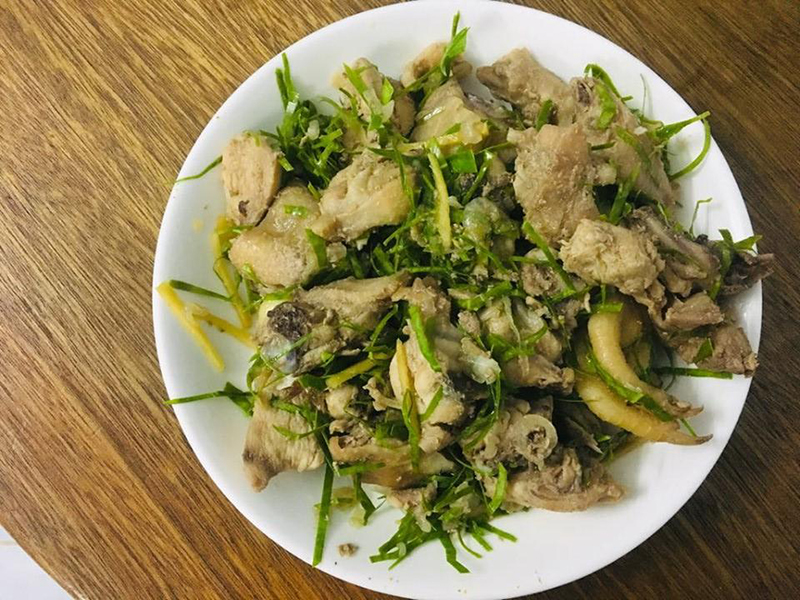 Món thịt gà rang lá chanh thơm lừng hấp dẫn