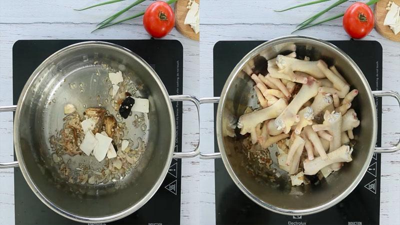 Cho chân gà và thuốc bắc vào nồi ướp cùng gia vị