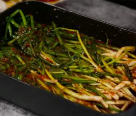 Món kim chi hành lá ngon đậm đà chuẩn vị Hàn Quốc