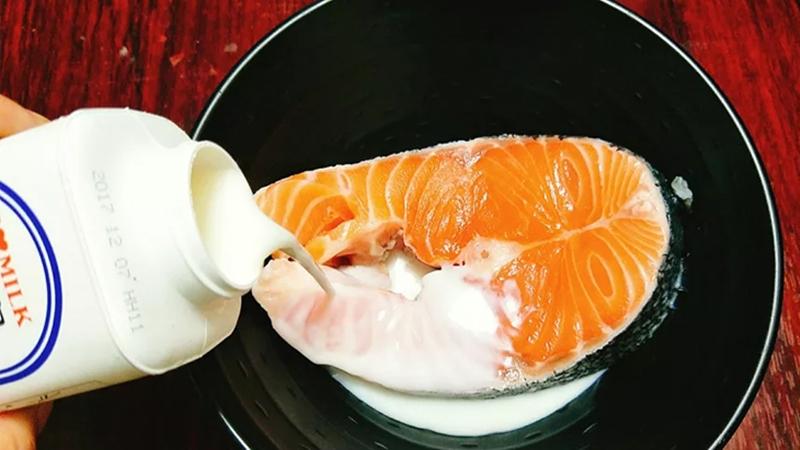 Sơ chế phần cá hồi